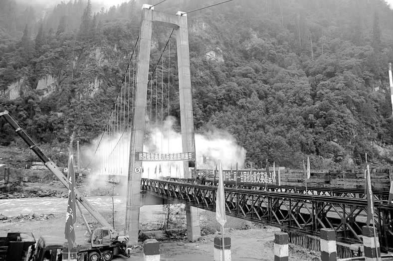 复后的川藏公路通麦大桥(9月10日摄).-因桥梁垮塌中断的318川图片