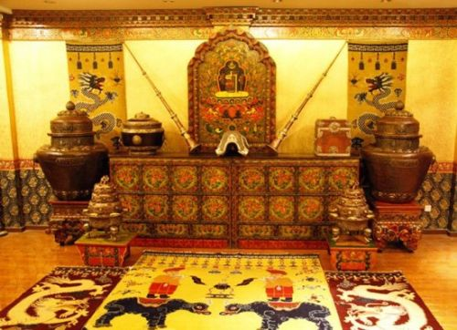 拉萨形成了藏式家具在木雕工艺和彩绘工艺上的艺术